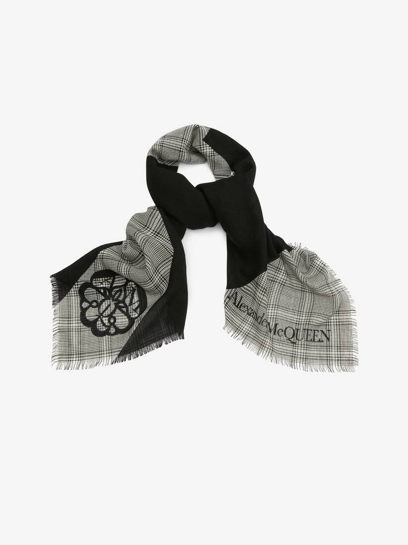 Display a large version of the product image 2 - Prince of Wales Wool Jacquard Scarf