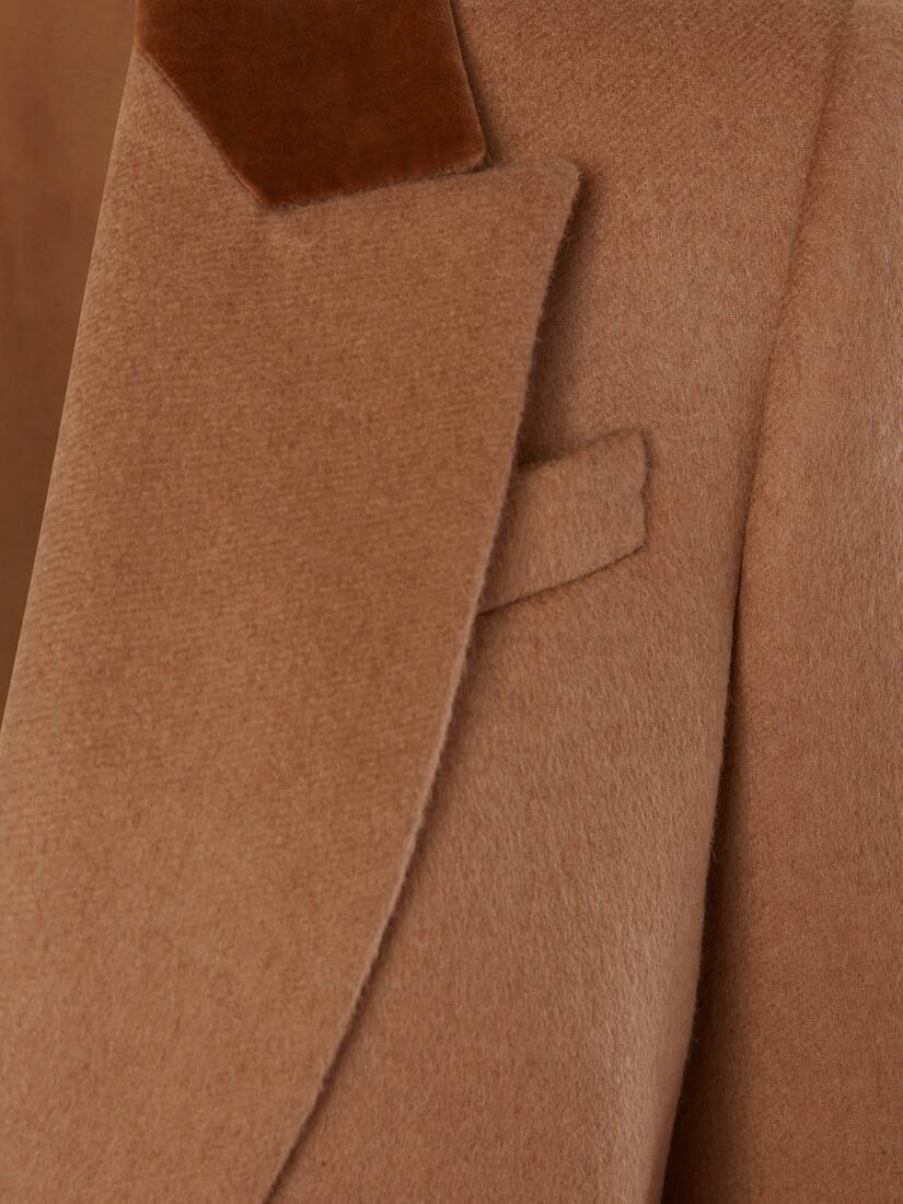 Manteau camel à boutonnage simple