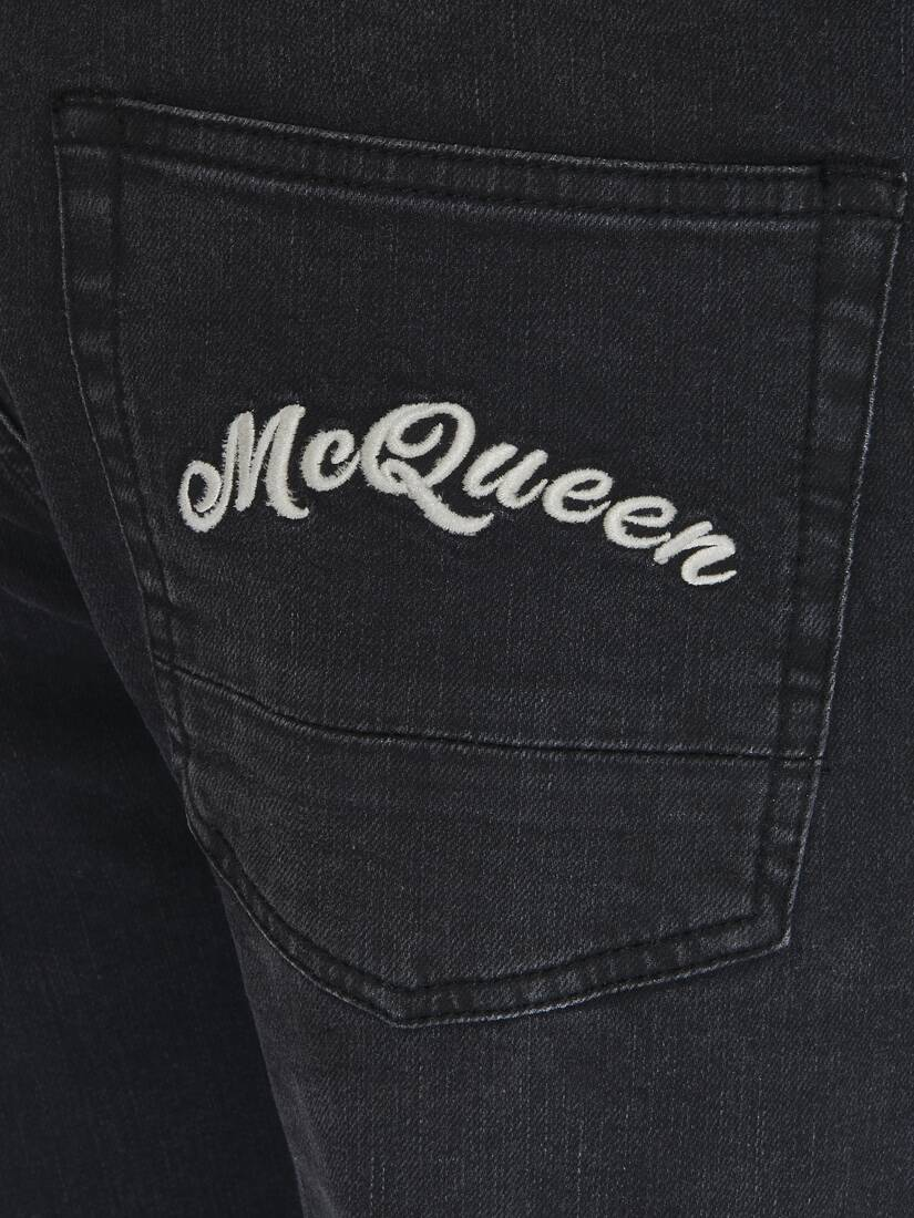 Display a large version of the product image 2 - Jeans mit aufgesticktem McQueen-Logo